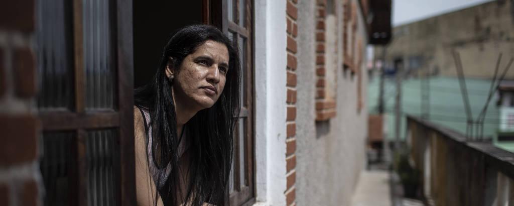 A venezuelana Francis Salazar, 41, em sua casa em São Paulo