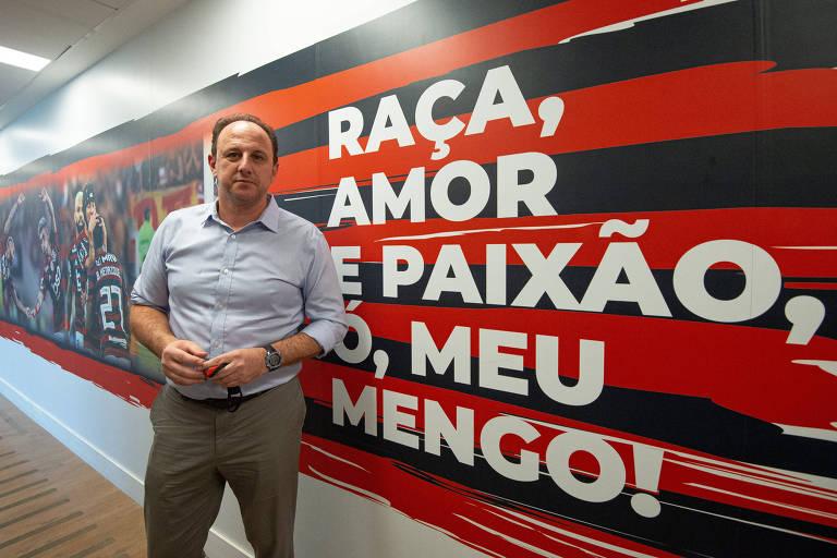 Rogério Ceni deixou o Fortaleza e foi apresentado como técnico do Flamengo no dia 10 de novembro de 2020, para substituir o espanhol Domenèc Torrent, demitido após o clube sofrer goleadas na Libertadores e no Campeonato Brasileiro. O ex-goleiro assumiu sua função com o time classificado para as oitavas da principal competição sul-americana e em terceiro no Nacional