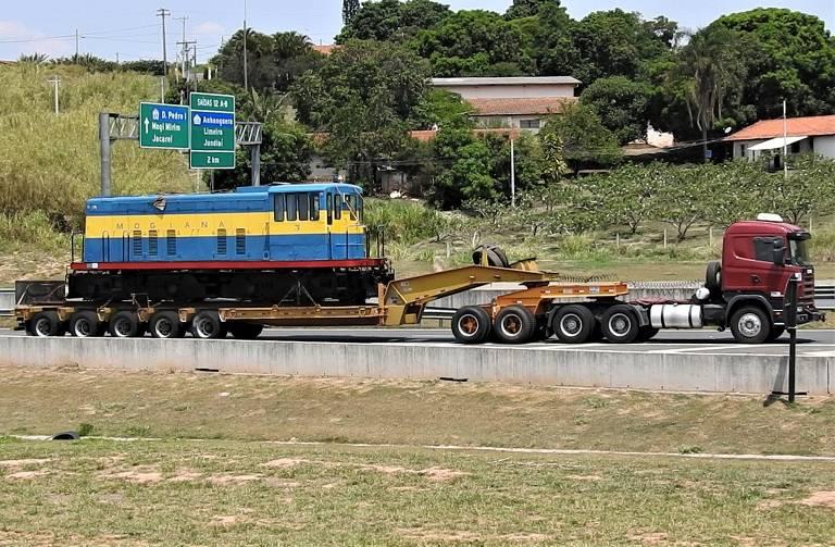 A viagem da locomotiva pela rodovia entre Campinas e Itu