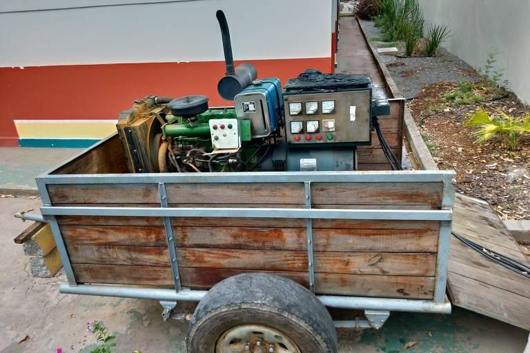 Gerador de energia a diesel colocado em frente à UBS (Unidade Básica de Saúde) Álvaro Corrêa, em Macapá, destinada a pacientes com sintomas de Covid-19