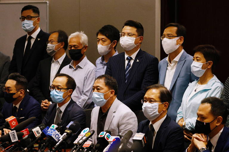 Hong Kong expulsa parlamentares anti-Pequim, e bancada democrata anuncia renúncia coletiva