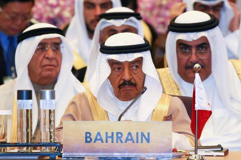 O primeiro-ministro do Bahrein, Khalifa bin Salman Al Khalifa (no centro), durante encontro de lideranças asiáticas em Bangcoc, na Tailândia