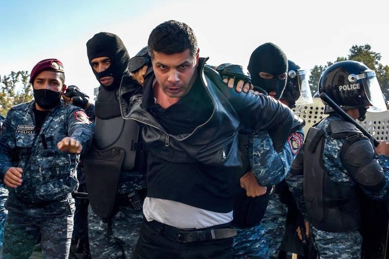 Protestos aumentam pressão sobre premiê da Armênia após derrota militar
