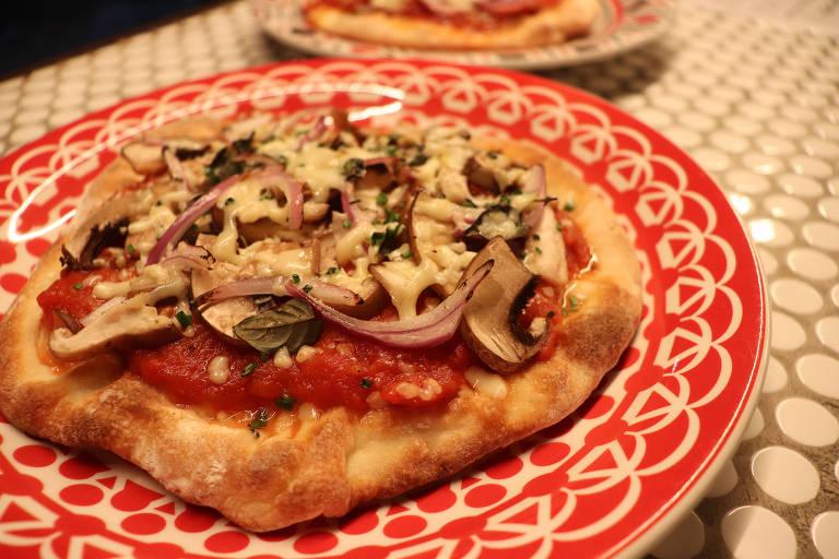 Pizza de cogumelos, uma das novidades do cardápio do Tap Tap, em São Paulo