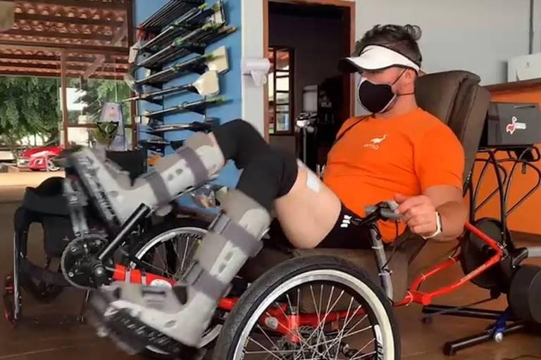 Atleta paraplégico une ciência e esporte em 'olimpíada biônica'