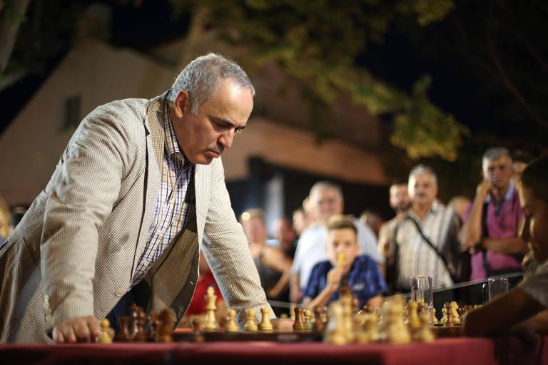 O ex-campeão mundial de xadrez Garry Kasparov, um dos consultores de 'O Gambito da Rainha'