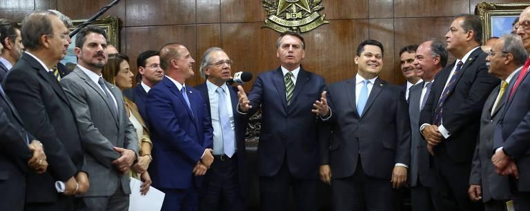 Presidente Jair Bolsonaro, acompanhado do ministro Paulo Guedes (Economia), na entrega das reformas ao Congresso em 2019