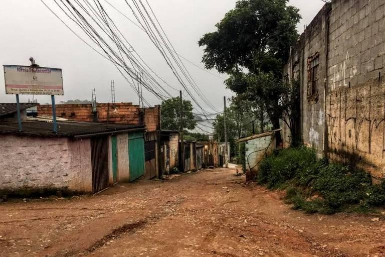 Rua sem pavimentação em Parelheiros, na zona sul de São Paulo