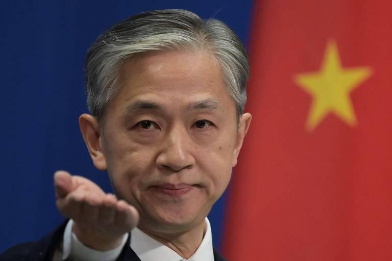 O porta-voz do Ministério das relações Exteriores da China, Wang Wenbin, durante entrevista coletiva em Pequim