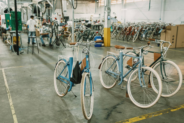 Bicicletas em galpão