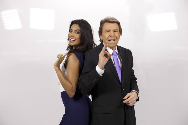 Tv Fama é  apresentado por Nelson Rubens e Flávia Noronha