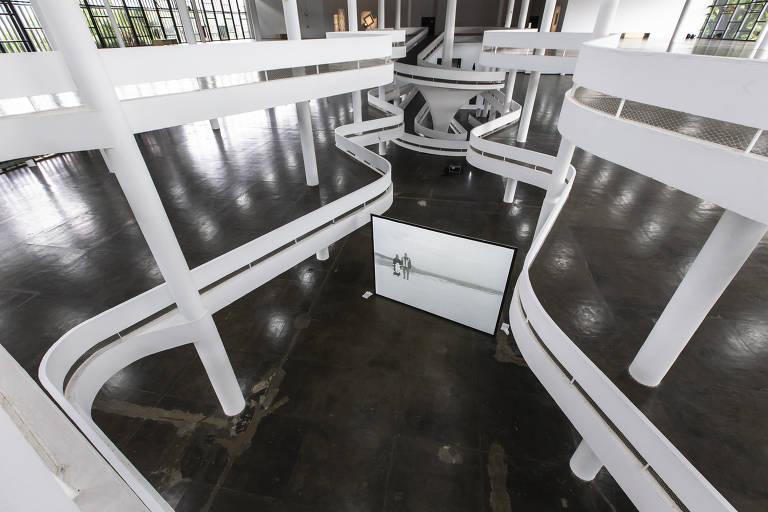 Bienal de São Paulo esvazia pavilhão no parque Ibirapuera em mostra