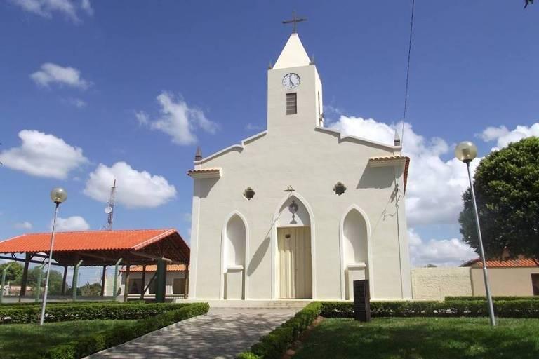 Igreja no centro de Cedro do Abaeté (MG)