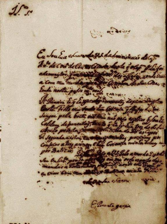 Papel amarelado, com letras escritas com pena e tinta, não é possível ler pela imagem