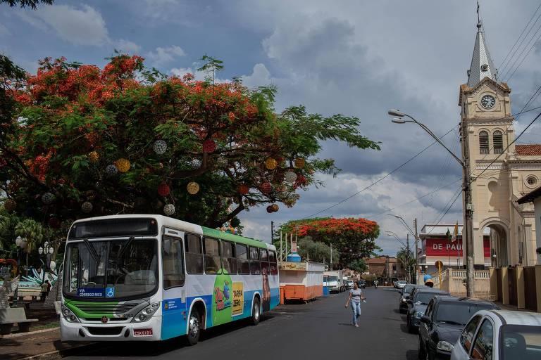 Retorno dos ônibus, e de graça, acirra véspera de eleição em Jaboticabal