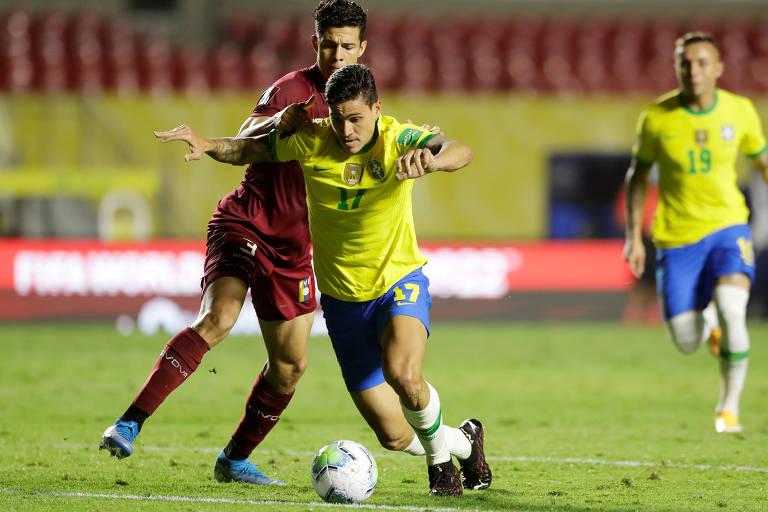 O atacante Pedro durante jogo do Brasil contra a Venezuela pelas Eliminatórias