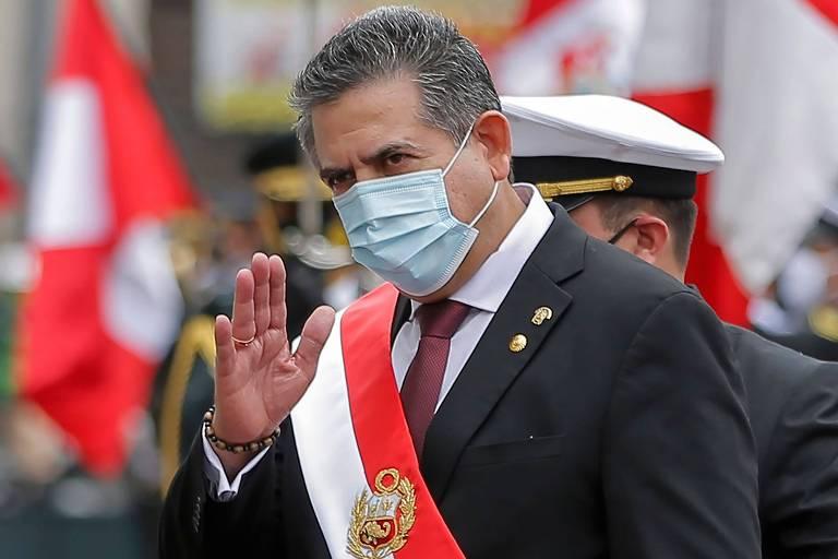 Presidente do Peru renuncia ao cargo menos de uma semana após ser empossado
