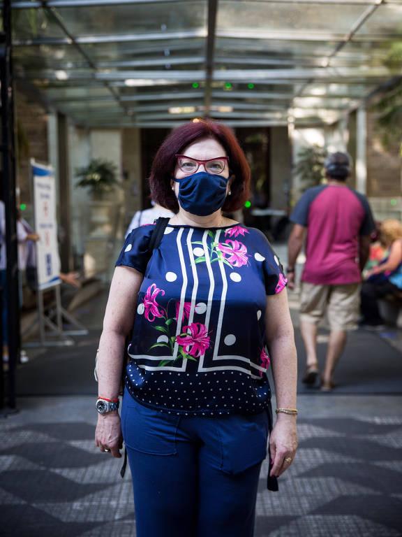 A médica Ethel Chehter, 61, se prepara para votar no Colégio Dante Alighieri, no bairro dos Jardins, em São Paulo