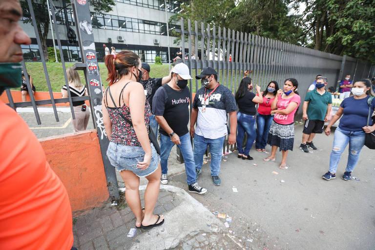 Eleitores chegam atrasados para votação em São Paulo