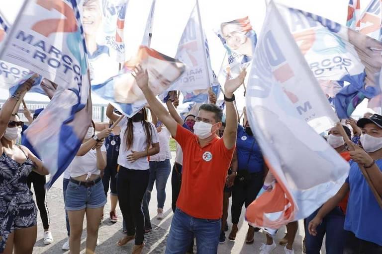 O candidato a prefeito de Manaus David Almeida em ato de campanha