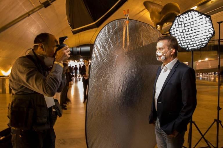 Fotógrafo dispôs de poucos minutos para garantir equilíbrio em ensaios com candidatos em SP