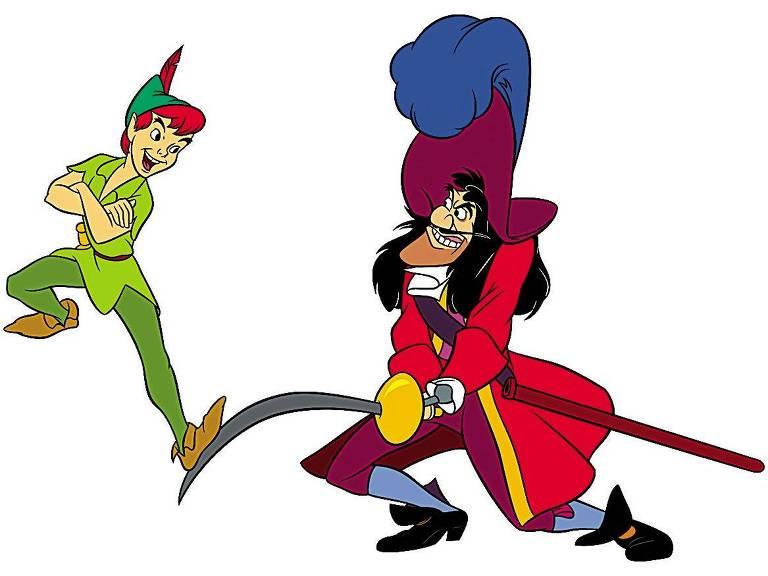 Peter Pan faz troça andando cima da espada do Capitão Gancho, que aparece irritado