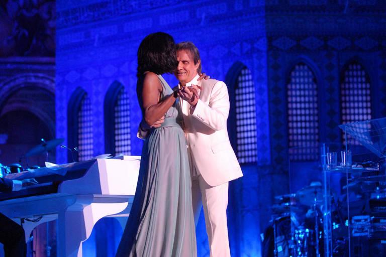 Sem show inédito, Globo revisita especial de Roberto Carlos em Jerusalém