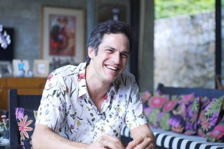 Mateus Solano relembra Félix no Viva