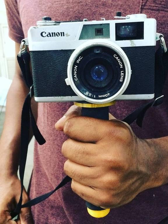 Estabilizador de câmera com faixas amarelas criado pelo WoTec