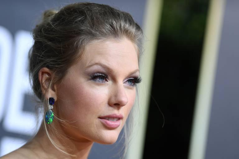 Taylor Swift chega para o 77º Golden Globe Awards em 5 de janeiro de 2020, o hotel Beverly Hilton em Beverly Hills, Califórnia.