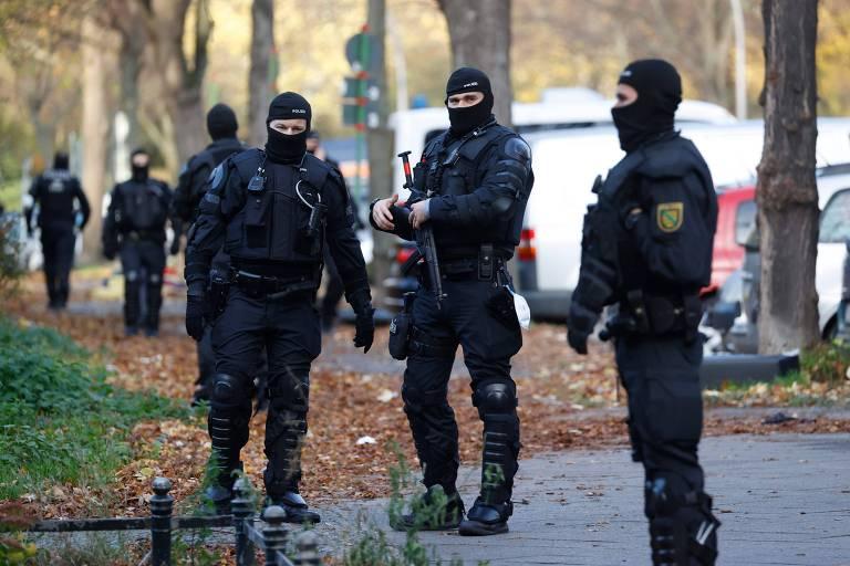 Polícia alemã prende três suspeitos de roubarem joias e diamantes de museu