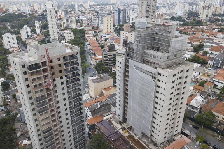 Prédios em construção na Vila Mariana, na zona sul de São Paulo; região foi recordista em novos empreendimentos residenciais verticais em 2020