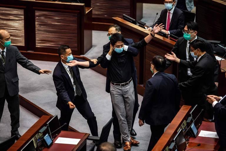 EUA impõem sanções a 14 autoridades chinesas por repressão em Hong Kong