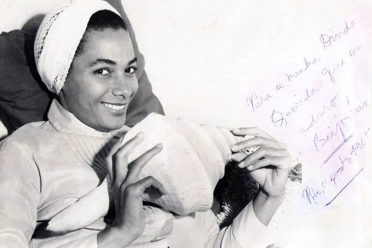 Veja imagens da cantora lírica Maria D'Apparecida