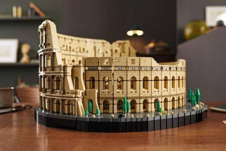 Peça de lego do Coliseu