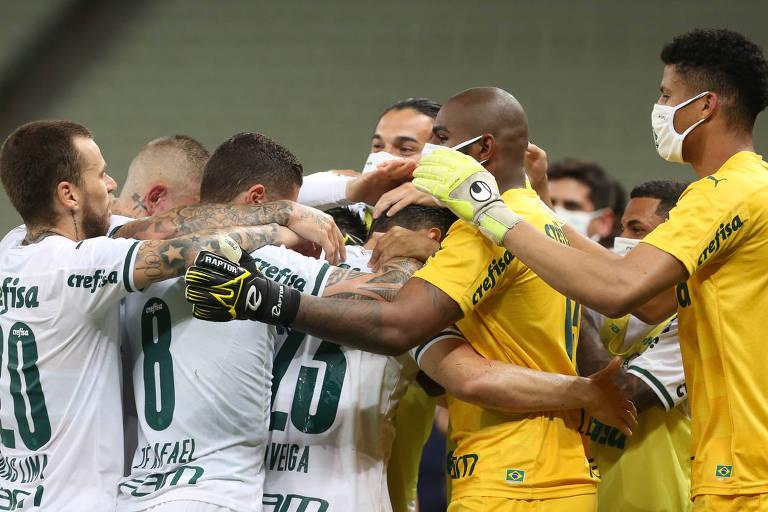 Jogadores do Palmeiras comemoram gol contra o Ceará pela Copa do Brasil; Alviverde perdeu 15 jogadores antes da partida por causa da Covid-19