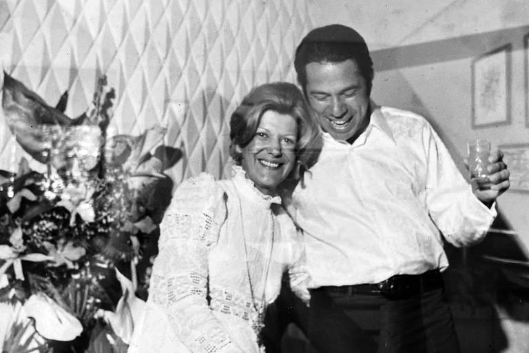Silvio Santos com a primeira esposa  Maria Aparecida Vieira Abravanel