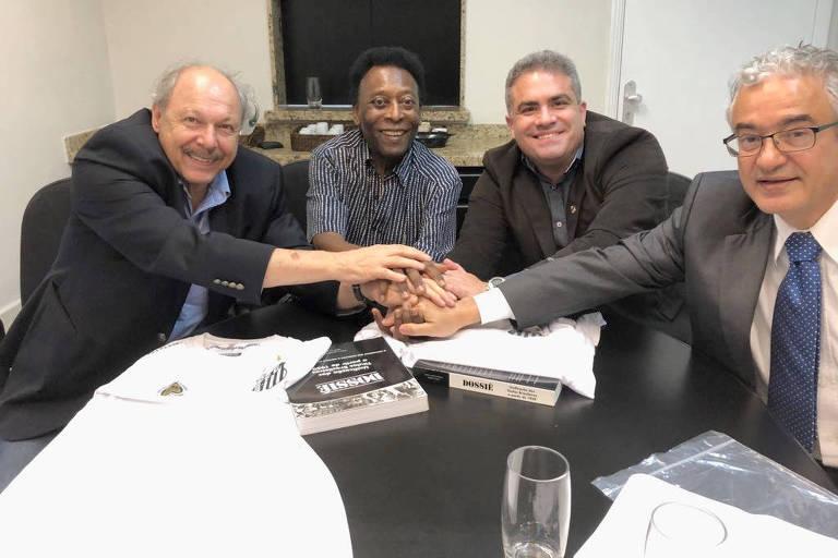 José Carlos Peres (à esq) e Orlando Rollo (o segundo da dir. para a esq.) em encontro com Pelé