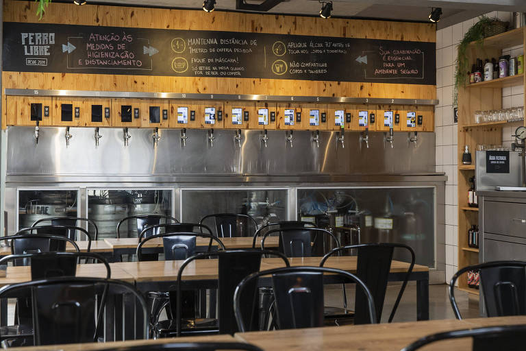 Ambiente do restaurante e cervejaria Perro Libre