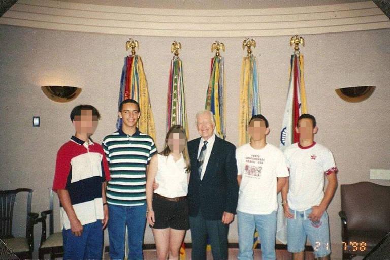 Ricardo Armengol (de blusa listrada) e outros brasileiros se encontram com o ex-presidente Jimmy Carter, em Atlanta, em 1998