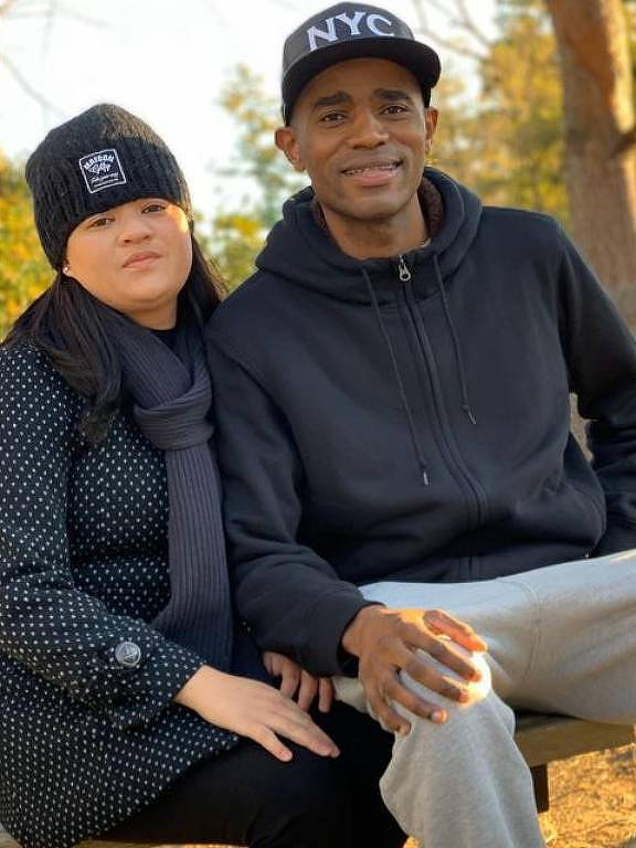 Reginaldo dos Santos, 29, com a esposa Karina em Toyota, no Japão