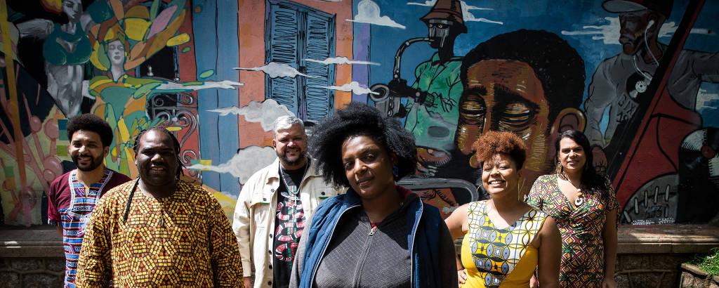 Elaine Mineiro e os integrantes do mandato coletivo Quilombo Periférico, eleito para a Câmara de SP