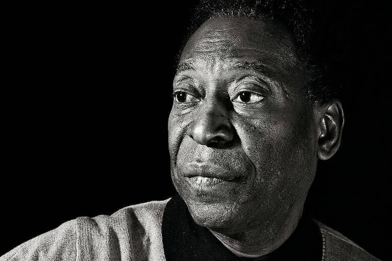 Retrato do rosto de Pelé em preto e branco