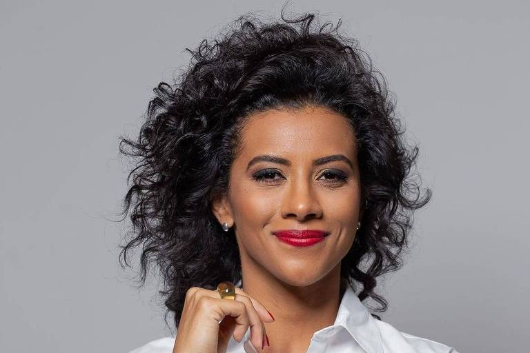 A apresentadora Aline Midlej
