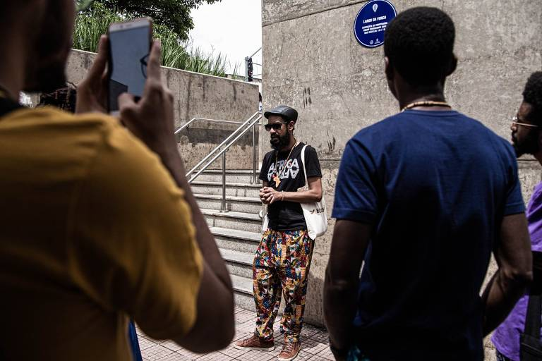 Agências de turismo se especializam em roteiros para pessoas negras