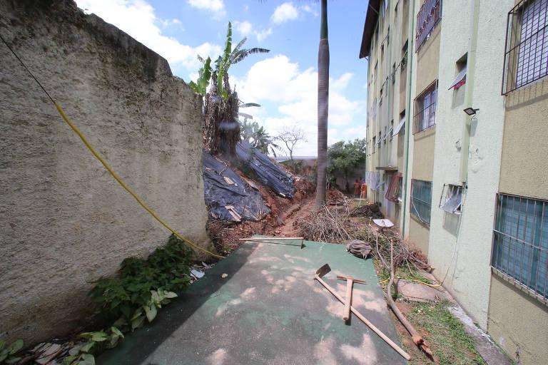 Queda de muro assusta moradores da Vila Nova Cachoeirinha