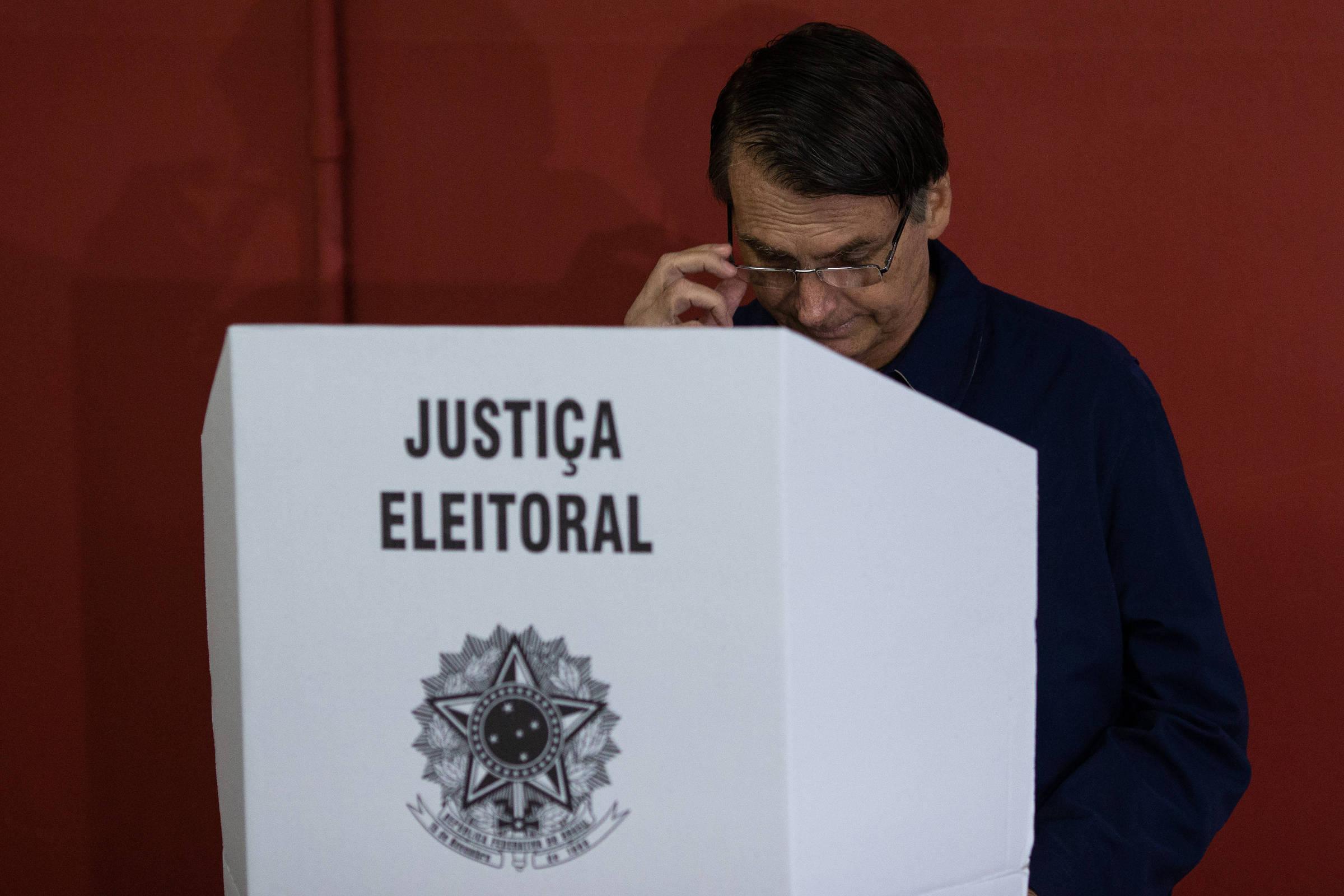Acusações de Bolsonaro sem provas sobre fraude eleitoral são risco à democracia; entenda por quê