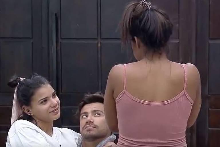 Tays conta a Jake e Mariano que não ficará mais com Biel