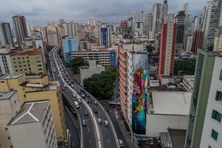 Eduardo Kobra finaliza mural de 33 metros na região do Minhocão