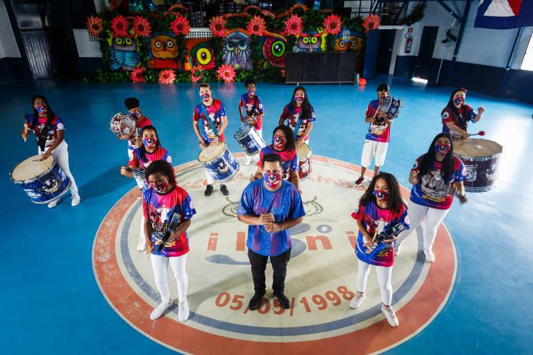 Escolas de samba de SP tentam se adaptar a um novo normal